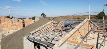 Estrutura metálica com laje de concreto
