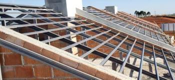 Estrutura metalica telhado colonial